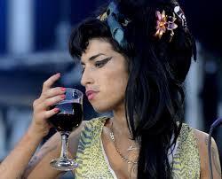 El lado oscuro del glamour y el consumo de drogas