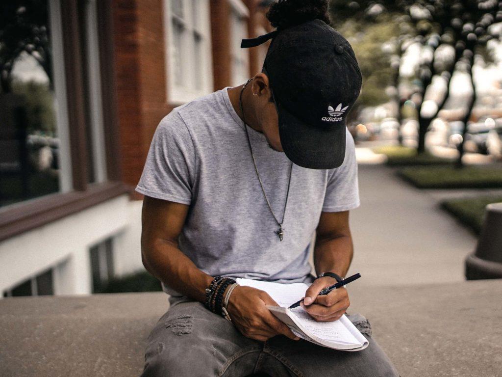 escribir un diario ayuda a controlar los sentimientos y la ansiedad