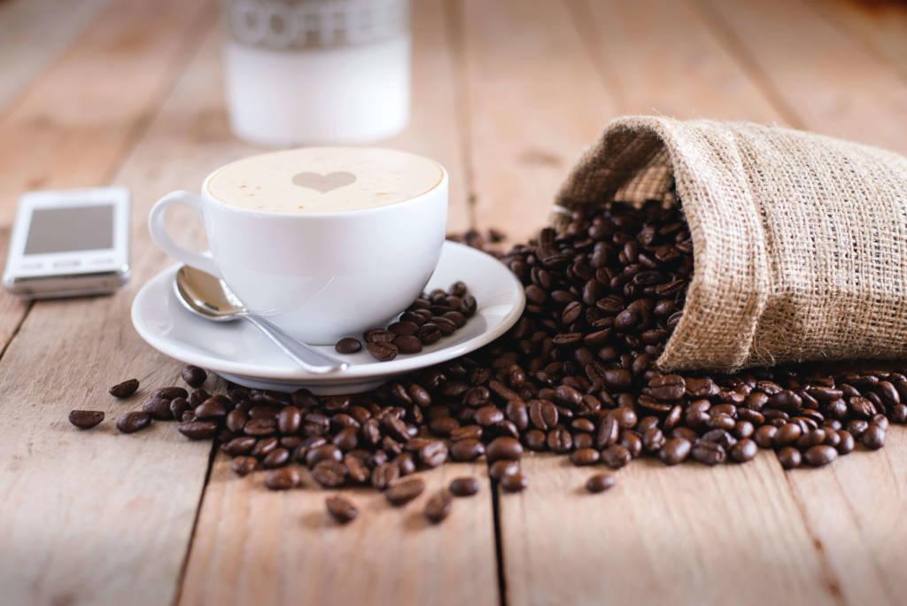 el café puede funcionar como potenciador de la felicidad