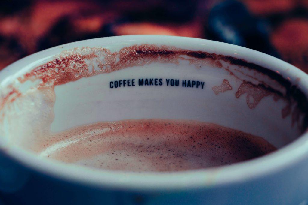 la cafeina esta bien vista porque no impide hacer vida normal
